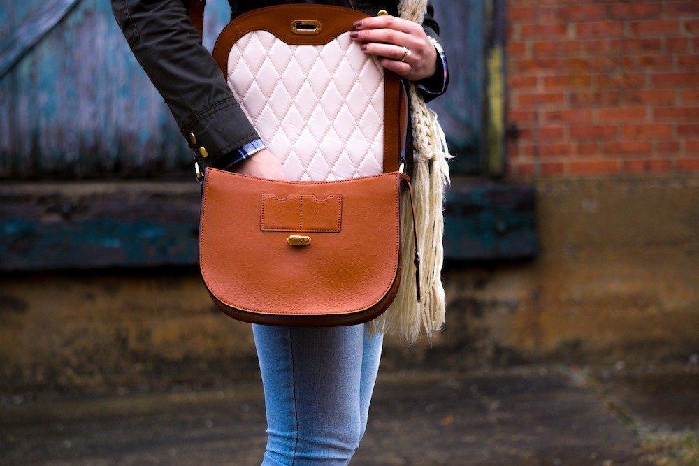 Fashionable crossbody bag