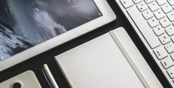 iPad and a smartphone - Best electronic organizers for travel