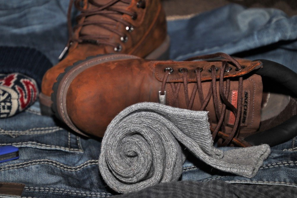 Hiking shoes and socks - Best travel shoe bags