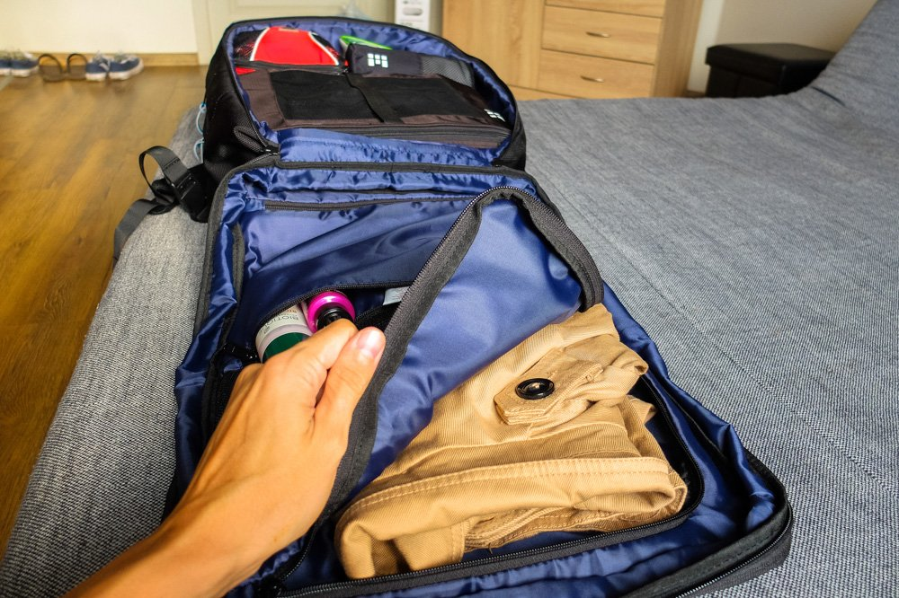 Opening big pocket with jacked inside - Standards Carry on Backpack review