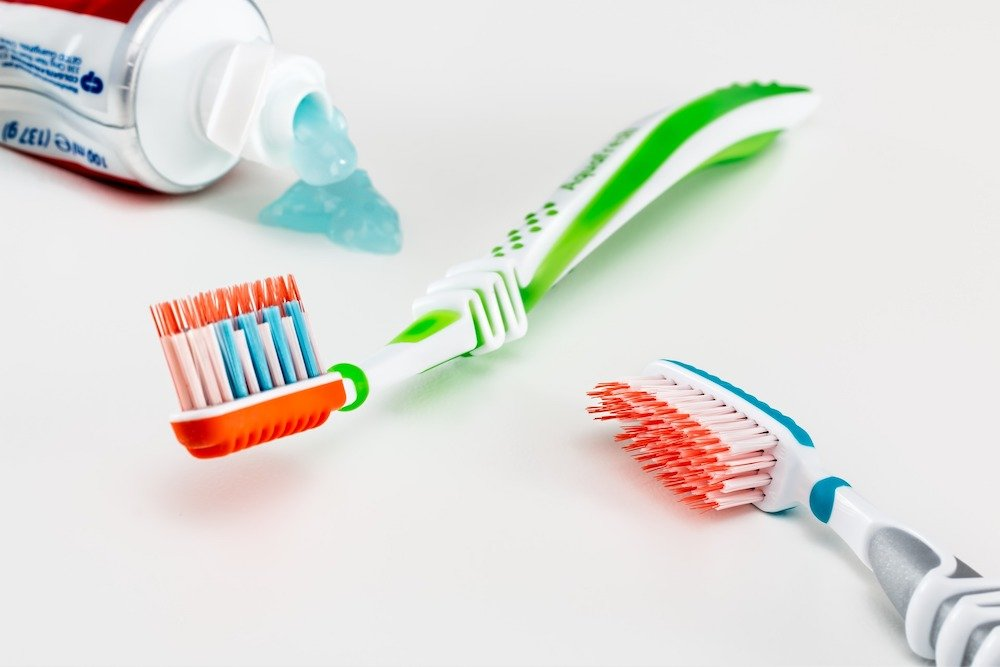 Toothpaste and toothbrushes - Best travel bottles