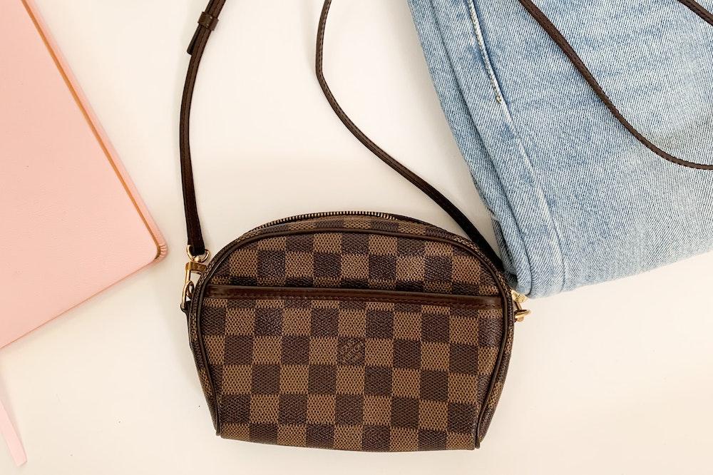 A compact crossbody bag - Best travel purse